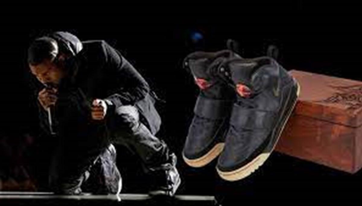 Kanye West'in ayakkabıları 1,8 milyon dolara satıldı