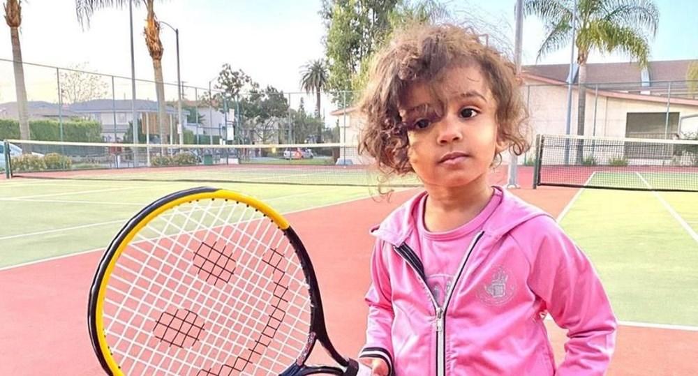 3 yaşında dünyanın en küçük üstün zekalısı oldu: İspanyolca öğreniyor, tenis oynuyor - 4