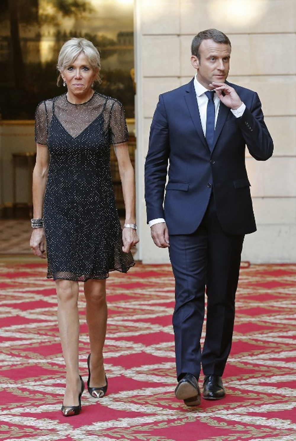 Brigitte Macron Un Giyim Tarzina Karsi Imza Kampanyasi Baslatildi Magazin Haberleri Ntv