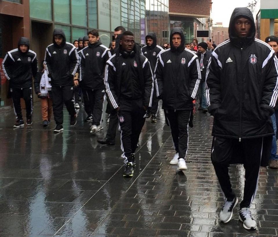 Beşiktaşlı futbolcularkaldıkları otelin çevresinde yürüyüşe çıktı.