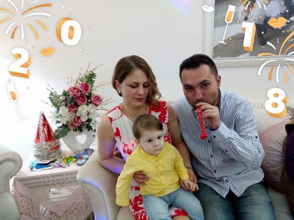 <p>Eskişehir'de cep telefonu satış ve tamiri yapan İlkay Tokkal ile ikinci evliliğini yapan Emel Tokkal'ın İzmir'de yaşayan kızı Beyzanur Kayaalp, geçen salı günü annesine ulaşamayınca polisten yardım istedi.</p>