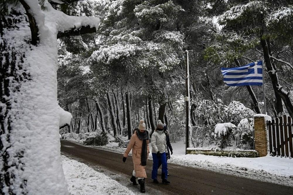 12 yıllık özlemin ardından Atina'da heyecan yaratan kar Girit ve Eğriboz'da iki can aldı - 4