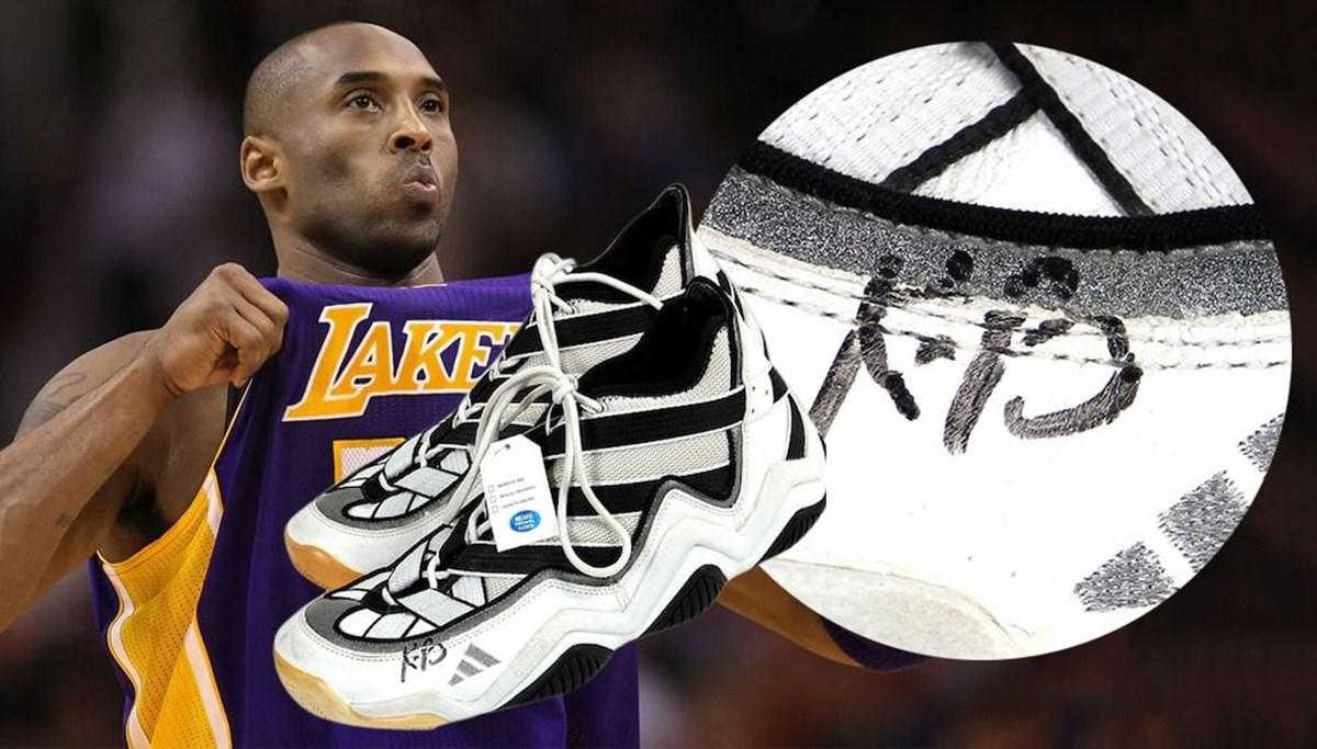 Kobe Bryant'ın ilk NBA ayakkabısı açık artırmaya çıkarılıyor
