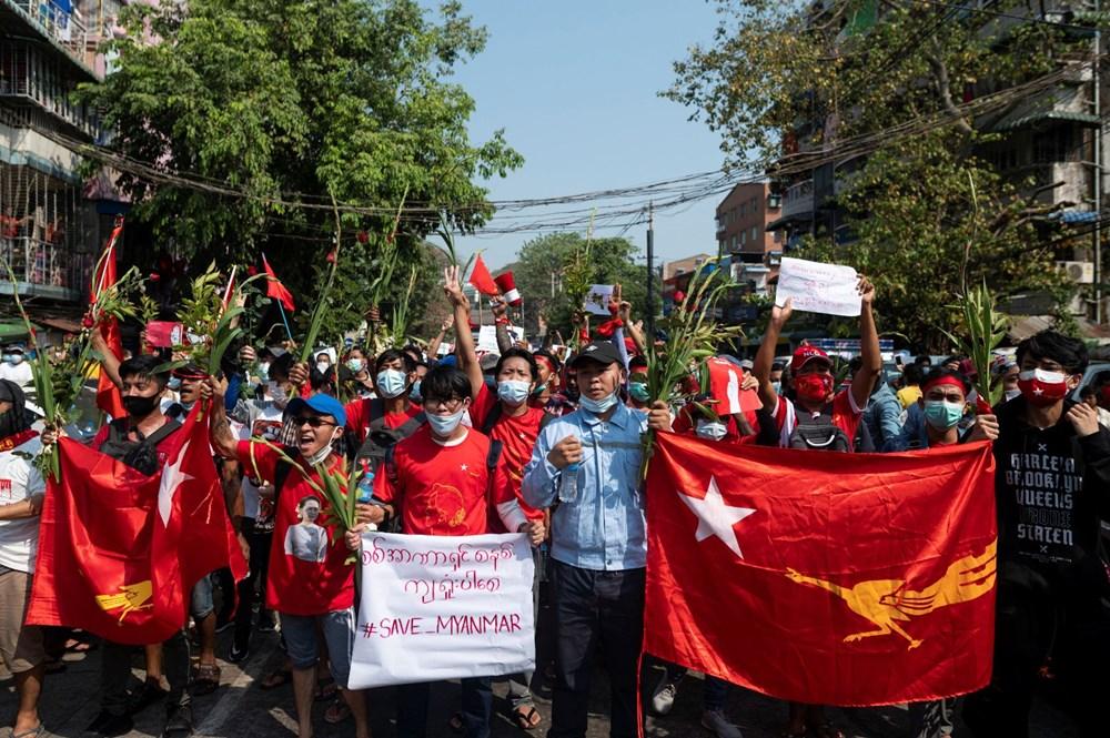 Myanmar'da on binlerce kişi cuntaya meydan okudu - 13