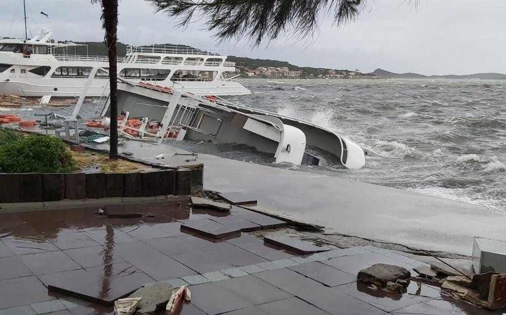 Balıkesir Ayvalık'ta fırtına: 20 tekne battı - 2