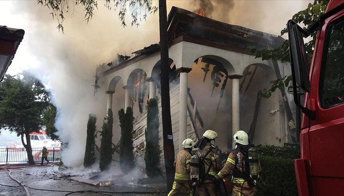 TarihiVaniköy Camii'nde çıkan yangın söndürüldü