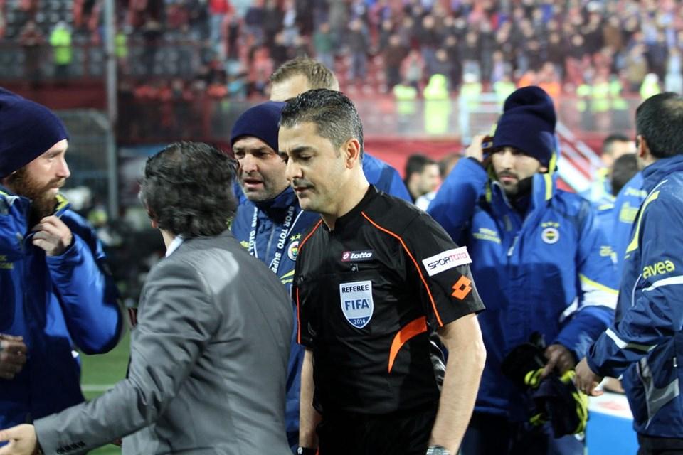 Geçen yıl oynanan Trabzonspor-Fenerbahçe maçı, çıkan olaylar nedeniyle Hakem Bülent Yıldırım tarafından tatil edilmişti.