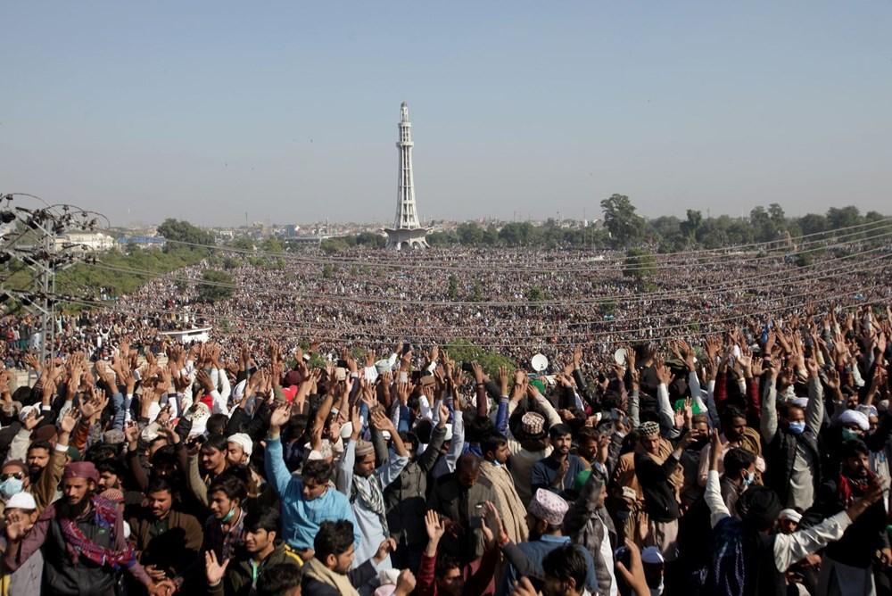 Pakistan'da on binler cenazeye katıldı - 10