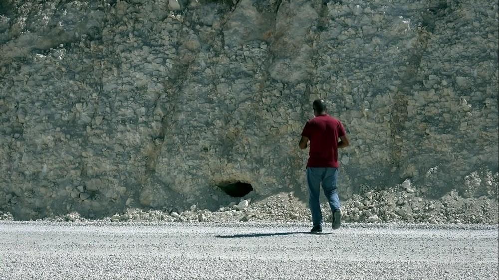 Van'da yol çalışmasında Urartular dönemine ait 2 kaya mezarı bulundu - 4