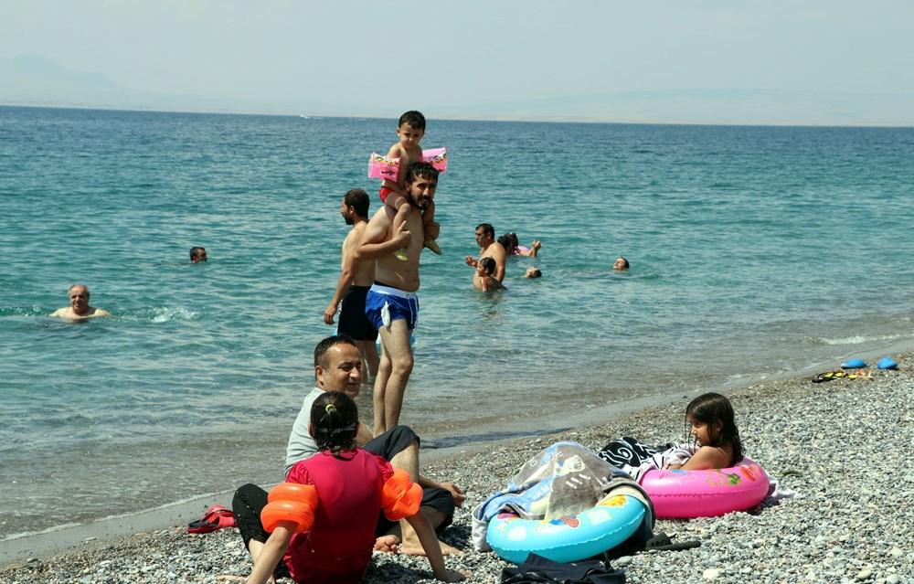 Van Gölü'nün mavi bayraklı plajına tatilci akını - 10