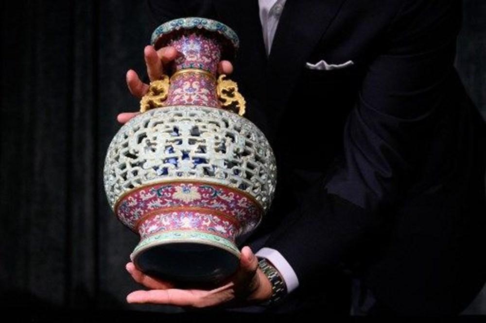 56 dolara alınan antika vazo açık artırmada 9 milyon dolara satıldı - 5