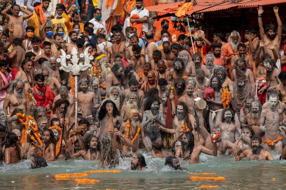 Hacılar Ganj Nehri'nde yıkandı: Hindistan'da günlük vaka sayısı rekor kırdı - 18