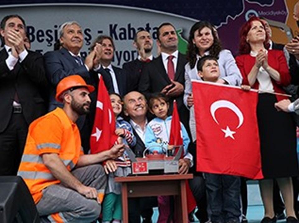 Kadir Topbaş, çocuklarla birlikte butona basarak temeliattı.
