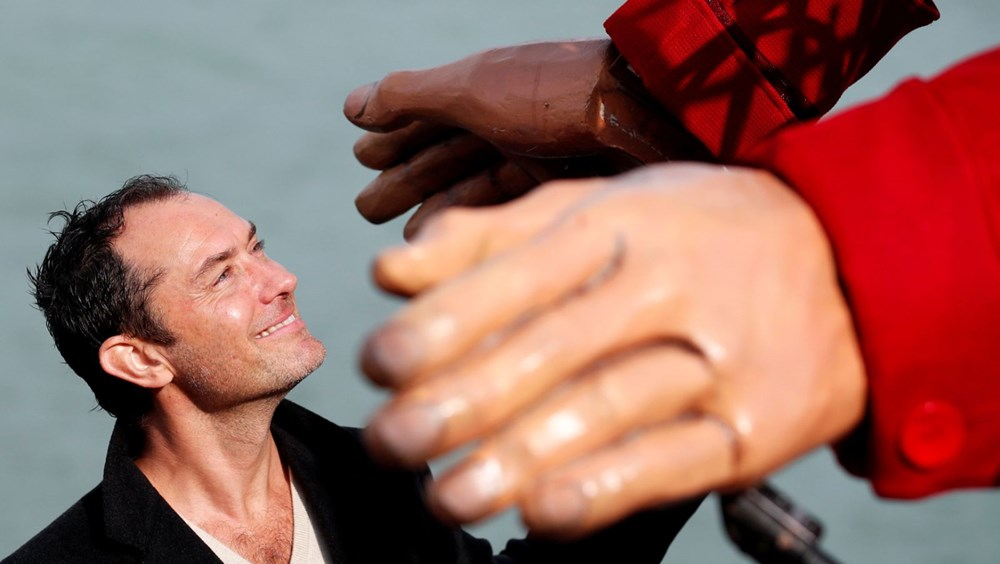 Jude Law 'Kukla Amal' ile buluştu