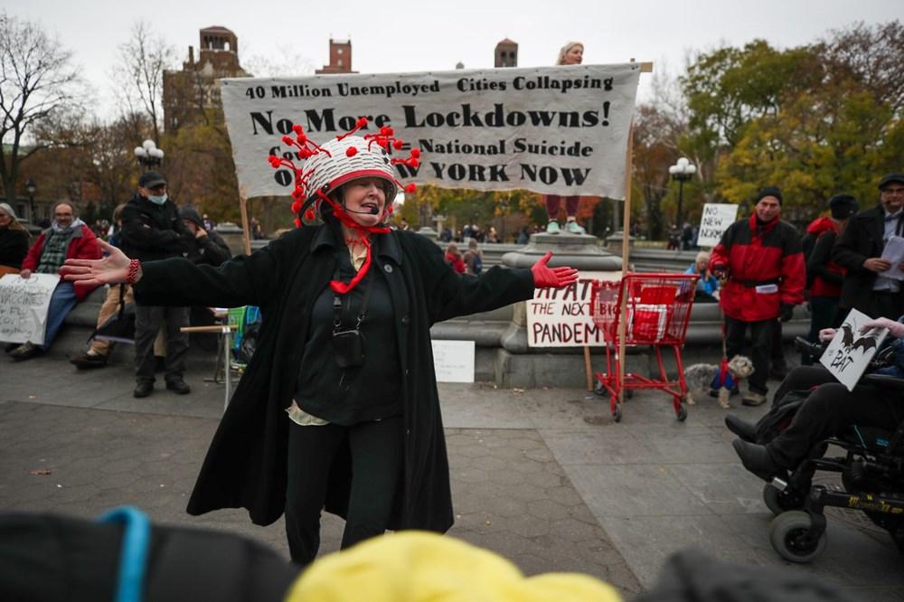 New York'ta karantina karşıtları maske yaktı - 5