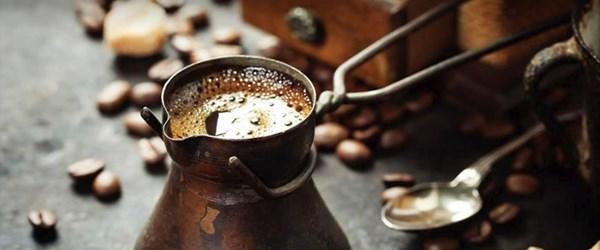 Tarihi Kemeraltı Çarşısı'nın son kuru kahvecisi