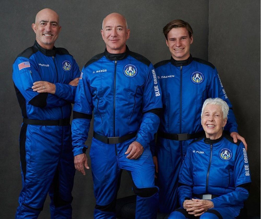 Dünyanın en zengin insanı Jeff Bezos'un uzay yolculuğu gerçekleşti - 20