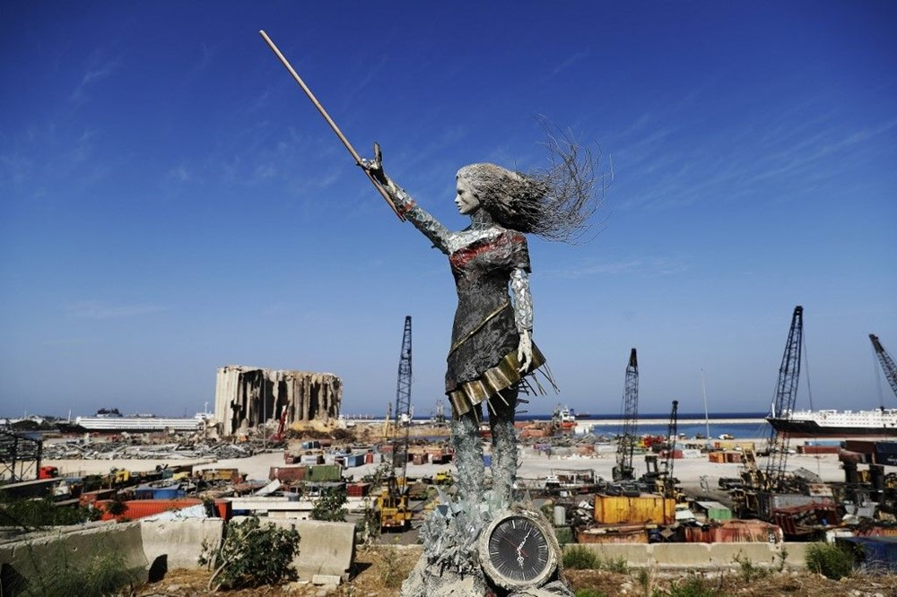 Beyrut Limanı'na patlamanın anısına kırık cam ve moloz yığınlarından heykel dikildi - 2