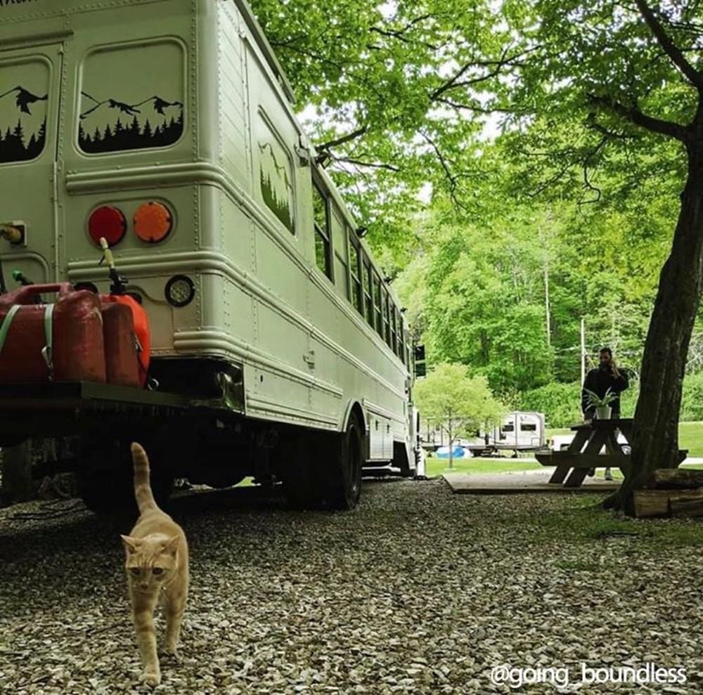 22 yıllık okul otobüsünü 1.5 yıllık çalışmayla harika bir eve dönüştürdüler - 20