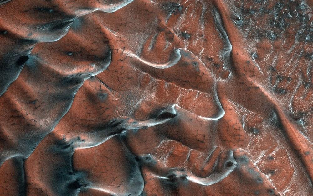 Bilim insanlarından 'Mars vebası' uyarısı: Kızıl Gezegen'den alınan örneklerin Dünya'ya getirilmesi yıkıcı bir pandemiye neden olabilir - 5