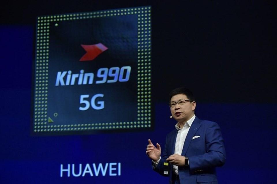 Kirin 990, 2.86 GHz'e kadar baskın bir frekansa sahip iki ultra büyük çekirdek, iki büyük çekirdek ve dört küçük çekirdek içeren üç seviyeli bir güç verimliliği yapısına sahip. Ek olarak, Kirin 990 16-çekirdekli Mali-G76 GPU ve akıllı işlem süreci dağıtımı için etkili bir bant genişliği tasarrufu ve düşük güç tüketimi sağlayan yeni sistem düzeyinde Akıllı Önbellek kullanıyor.