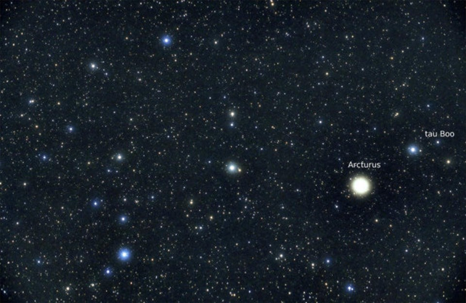 Tau Boo A yıldızı ve Çoban Takımyıldızı'nda yer alan Arcturus yıldızı.