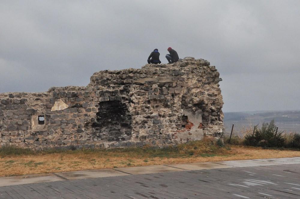 Diyarbakır'da corona virüs ve düşme riskine rağmen surlarda fotoğraf çekiyorlar - 8
