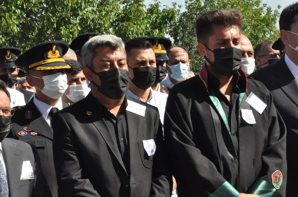 Manavgat'taki yangında ölen orman işçisi babasını cübbesiyle uğurladı - 11