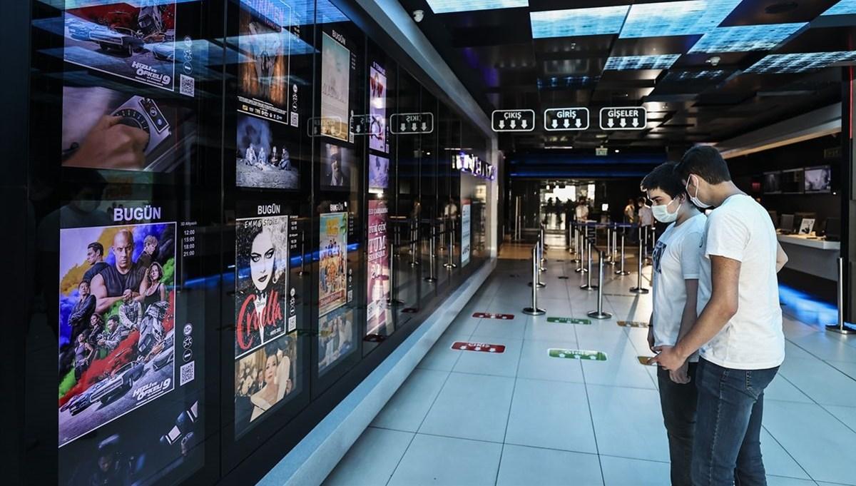 Sinema salonları, uzun bir aranın ardından yeniden kapılarını açtı