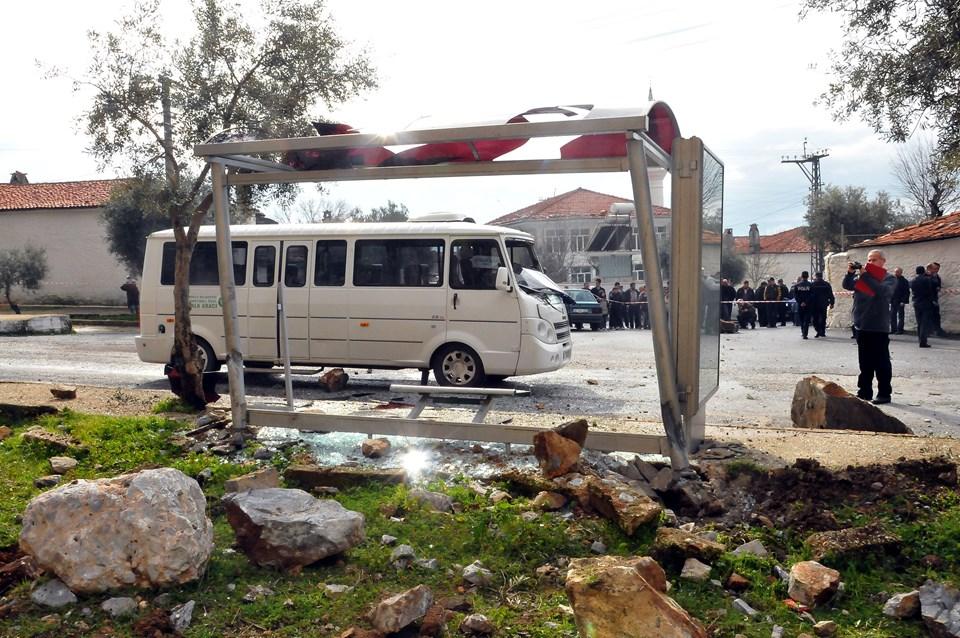 Polis ekıplerı bölgeyi güvenlik şeridi ile kapatarak önlem aldı.
