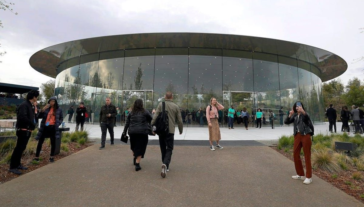Apple çalışanına rüşvet suçlaması
