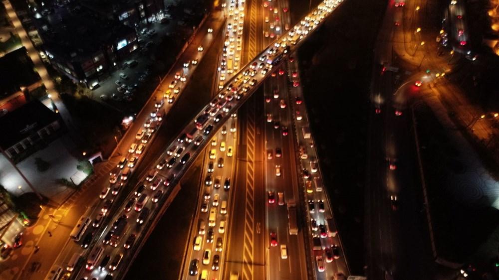 Hafta sonu kısıtlaması öncesi İstanbul trafiği kilit - 10