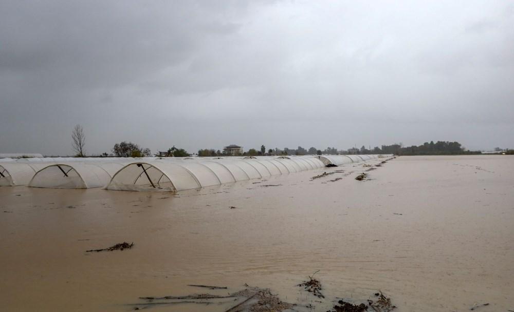 Antalya'da sağanak: Tarım alanları su altında kaldı - 5