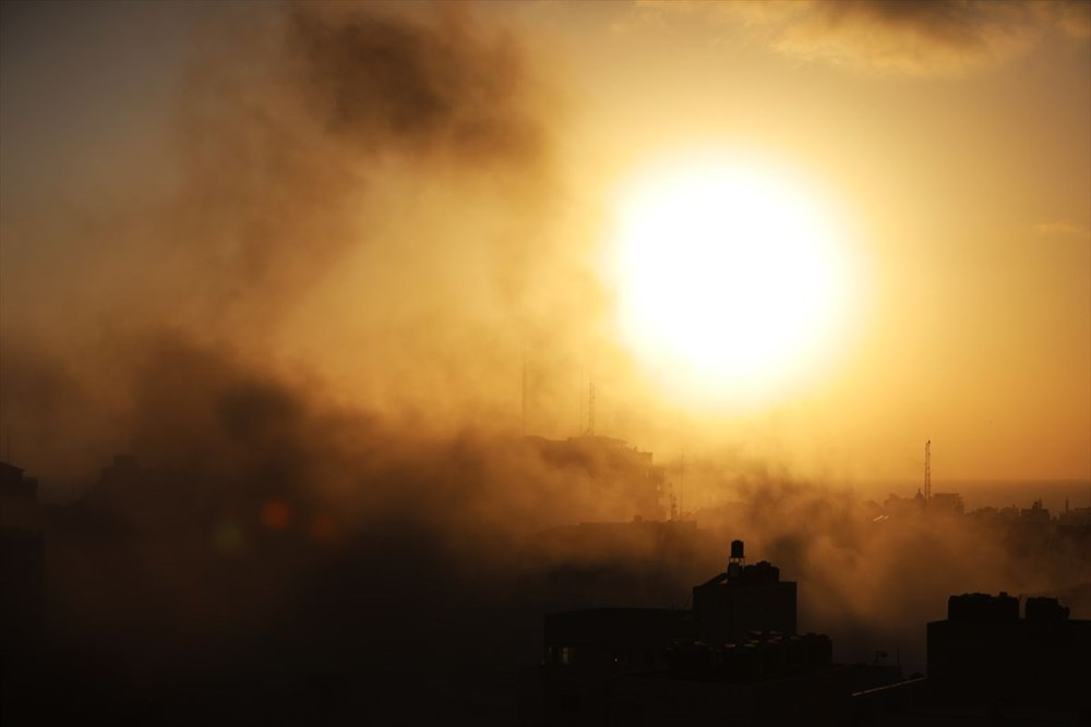 İsrail, Gazze'de sivillerin bulunduğu 14 katlı binayı vurdu - 17