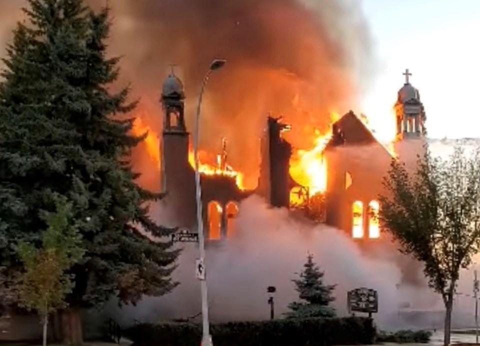 Toplu mezarların ortaya çıkmasının ardından ülkede çıkan protetoslarda bazı kiliseler ateşe verilmişti.
