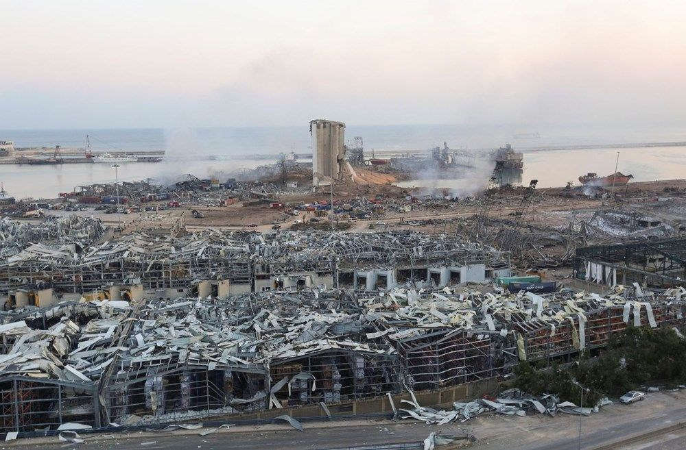 Beyrut Limanı'na patlamanın anısına kırık cam ve moloz yığınlarından heykel dikildi - 8