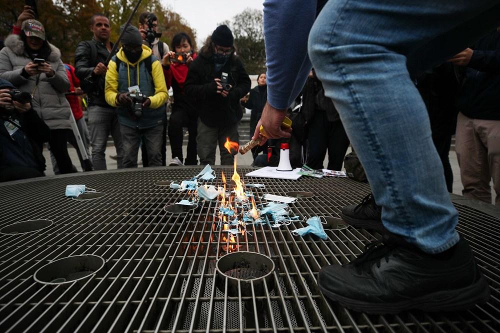 New York'ta karantina karşıtları maske yaktı - 7