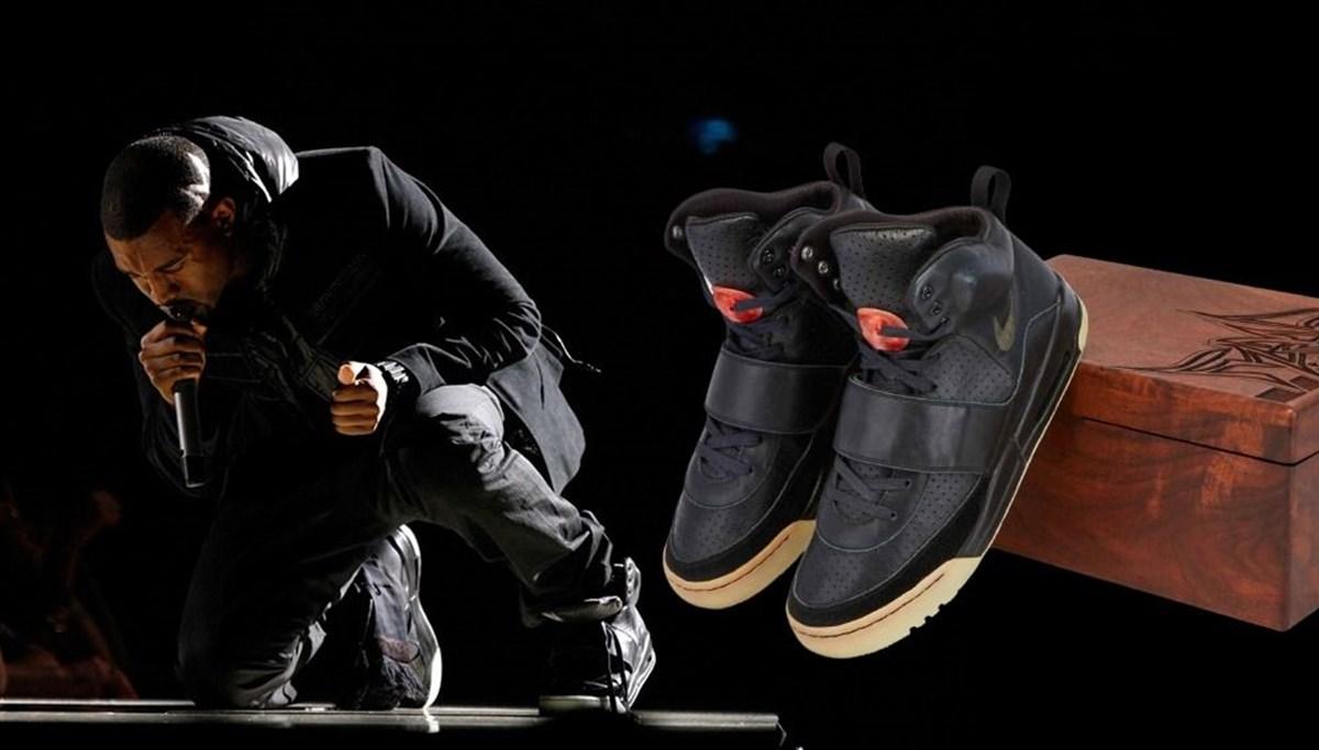 Kanye West'in sahnede giydiği spor ayakkabı 1 milyon dolara açık artırmaya çıkarıldı