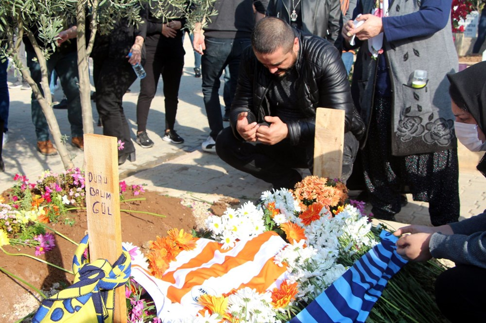 Adana'yı yasa boğan ölüm: 8 yaşındaki Duru gözyaşlarıyla toprağa verildi - 3