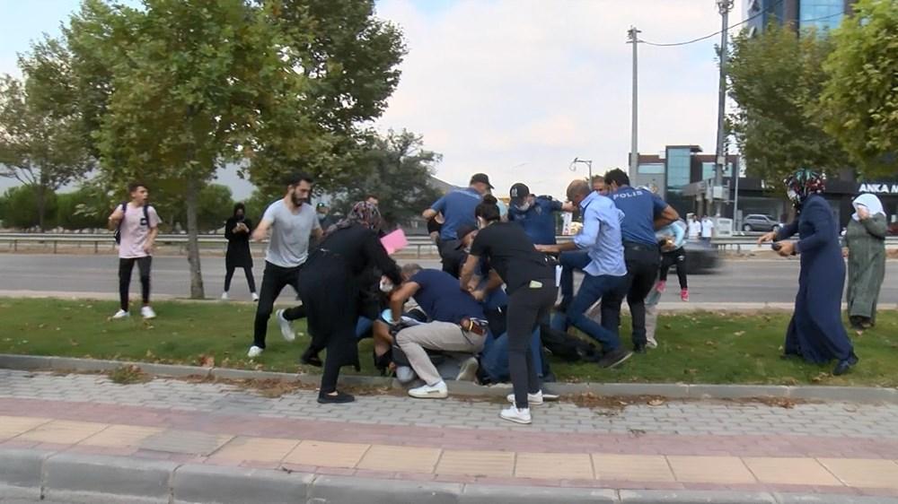Selama pengintaian, mereka menyerang pengemudi wanita, polisi turun tangan dengan gas air mata - 12