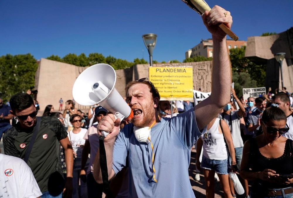 İspanya'da göstericiler Covid-19 önlemlerini maske takmayarak protesto etti - 5