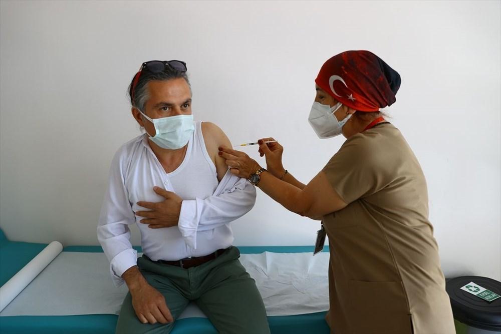 Bayramda aşılama devam ediyor: Sağlık çalışanlarının eşleri aşılanmaya başladı - 3