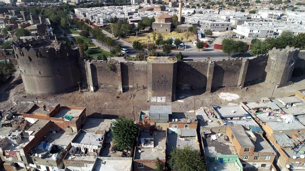 Diyarbakır'da gecekonduların yıkılmasıyla kitabe ve nişler ortaya çıktı - 9
