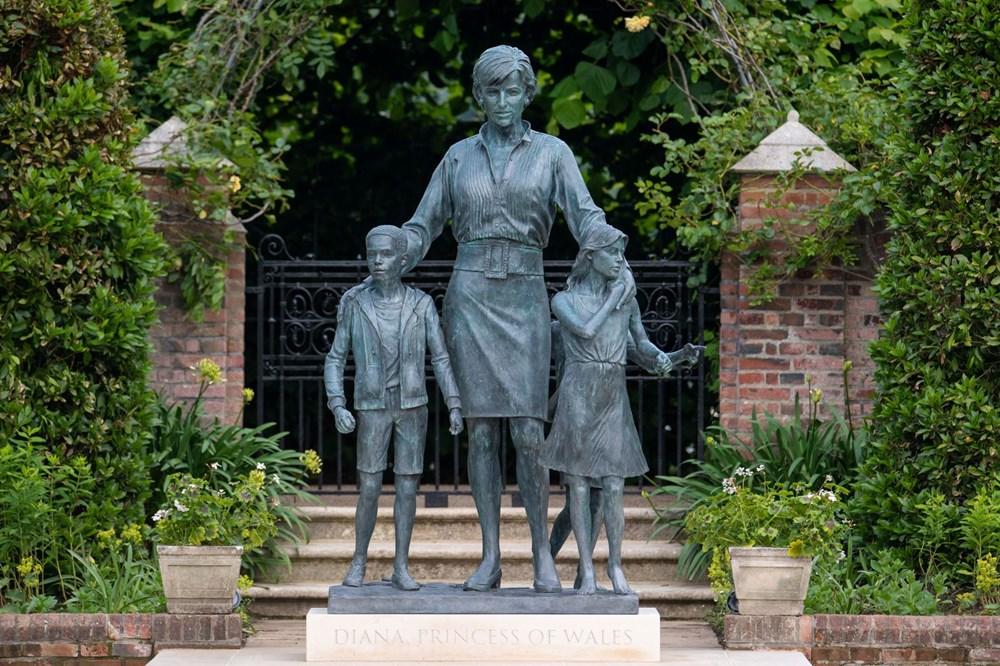 Prenses Diana'nın 60'ıncı doğum gününde Kensington Sarayı'nda heykelinin açılışı yapıldı - 11