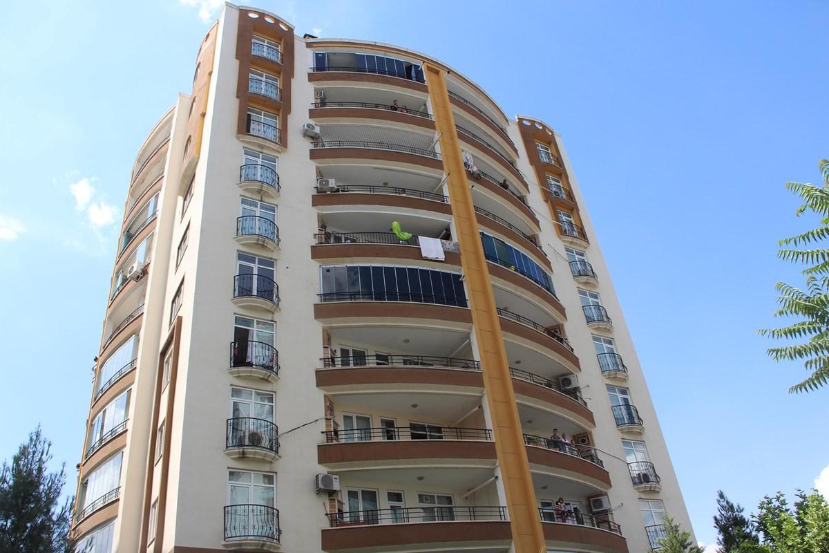 Diyarbakır'da 10 katlı bina karantinaya alındı