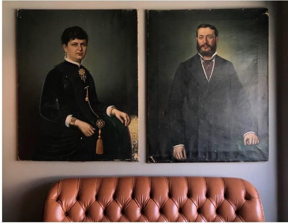 Halis Rüştü Sungur (Artium Modern) tablolara henüz bir değer biçilmediğini Esperon imzalı bu portreleri yakın dönemde bir müzayedeye çıkarmayı düşünmediklerini açıkladı.