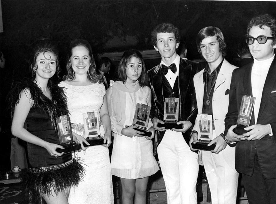 1970 yılında annesine bile danışmadan katıldığı Altın Ses yarışmasında birinci olduğunda sadece 15 yaşındaydı.