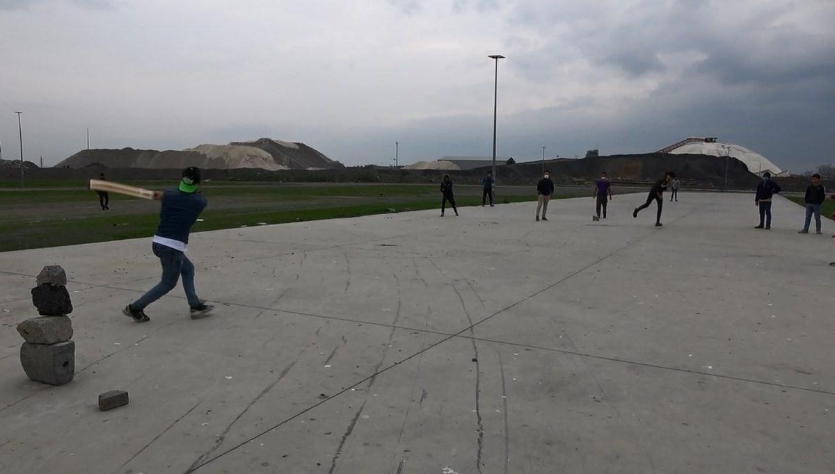 Kısıtlamada kriket oynadılar
