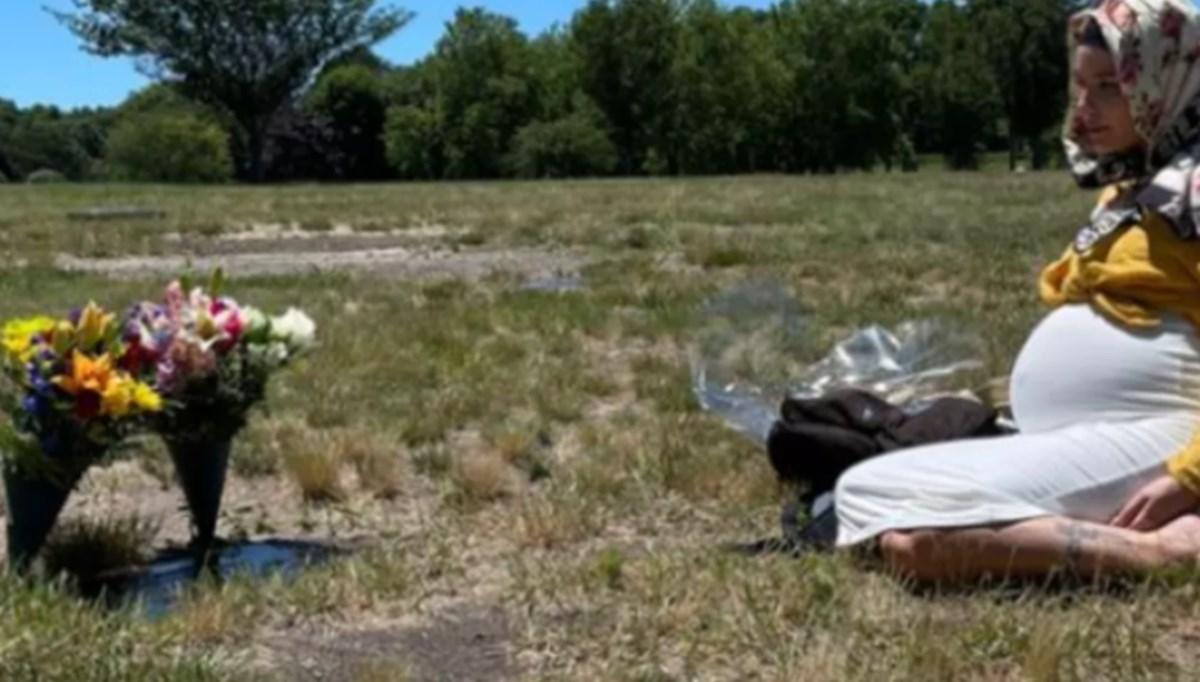 Halsey'den Türk sevgilisi Alev Aydın'ın annesinin mezarına ziyaret