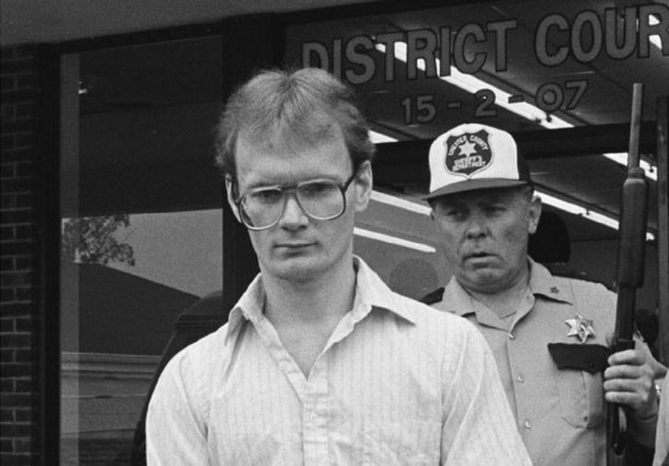 Nick Harris hapse girdiğinde sadece 21 yaşındaydı. Polis kendisini durdurduğunda Yarrris çalıntı bi,r arabanın içerisinde ve uyuşturucunun etkisi altındaydı.